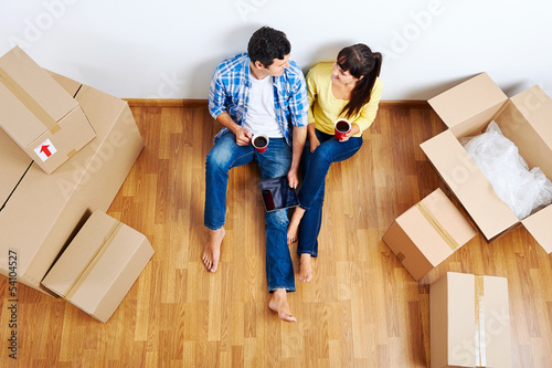 moving in couple