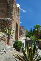Ingresso del  teatro antico di Taormina.