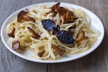 Tagliatelle with fried mushrooms (chanterelles)