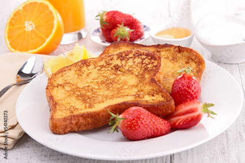 french sugar toast with strawberry