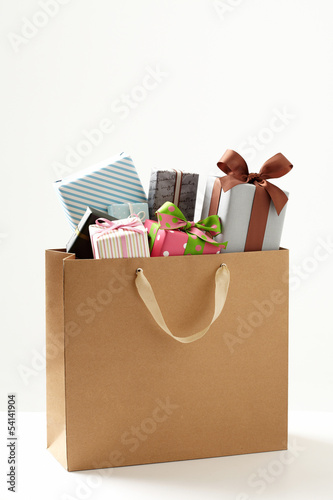 shopping bag with Gift box  of white background.
