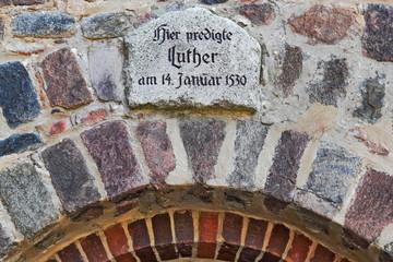 Kirche mit Luthertafel