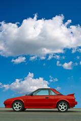 Roter Flitzer Sportcoupe mit Mittelmotor