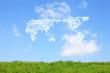 草原と世界地図の雲