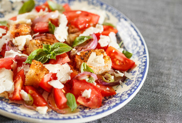 Rustic tomatoes salad