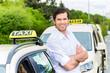 Leinwanddruck Bild - Taxifahrer neben Taxi wartet auf Kunden