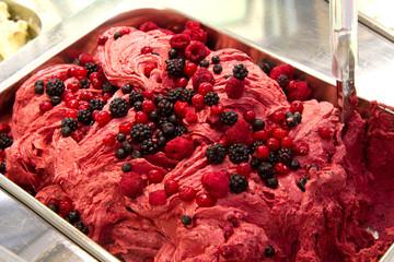 gelato ai frutti di bosco