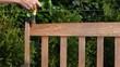 Gartenbank streichen Rückenteil oben