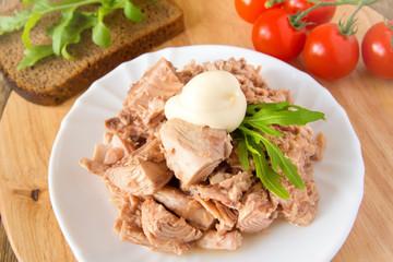 Tuna with argula and mayo