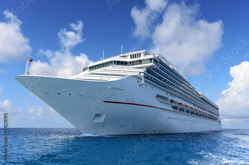 Fotobehang Centraal-Amerika Landen Passenger Cruise Ship at Sea