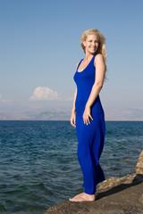 Endlich Urlaub - Urlaubsstimmung - Blonde Frau am Meer