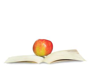 jabłko i książka na białym tle