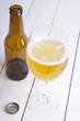 botella y copa de cerveza
