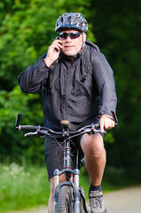 telefonat auf dem fahrrad
