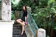 hübsches Model auf Treppe