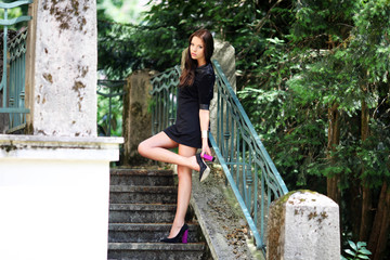 junges Model auf Treppe