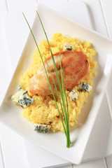 Chicken with couscous and blue cheese