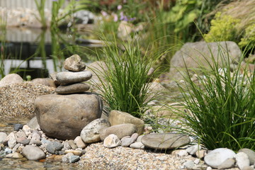 Ein Bachlauf in einem Garten