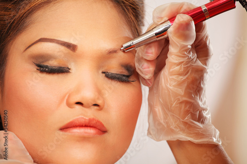 Makeup eyebrow tattooing