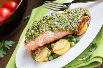 Salmon with pistachios and vegetables.