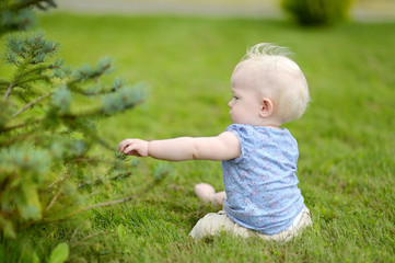 Baby girl sitting on a reen grass