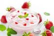 Schale mit Erdbeer Joghurt