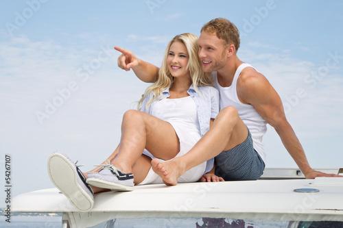 Junges Liebespaar - Mann & Frau - im Urlaub