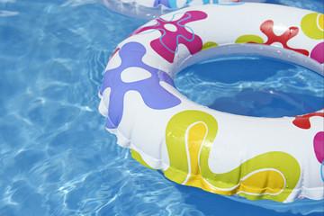 bouee sur la piscine