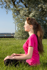 Young woman siiting on the grass
