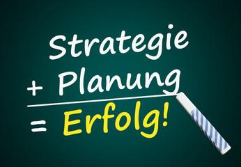 Strategie + Planung = Erfolg (Tafel mit Text)