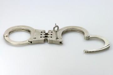 Handschellen02