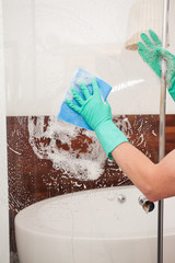 Cleaning a shower glass