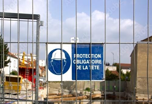panneau: protection obligatoire de la tête