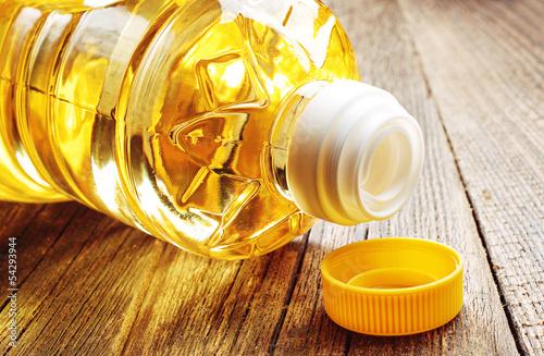 canvas print picture Vegetable oil in plastic bottle closeup