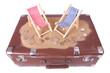 Vintage Koffer mit Euro-Münzen vor Spielzeug Strandliegen