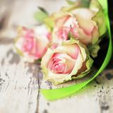 3 Rosen mit Schleife