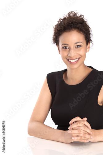 Gesicht einer dunkelhaarigen attraktiven Geschäftsfrau isoliert