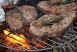 Grillfleisch mit Rosmarin + Bärlauch und Folienkartoffeln