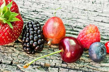 Obst auf Holzbrett, Nahaufnahme