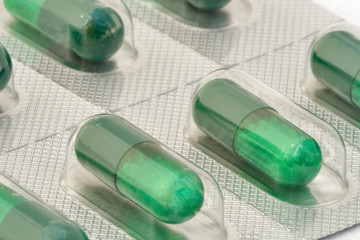 Blister of green capsules with microgranules