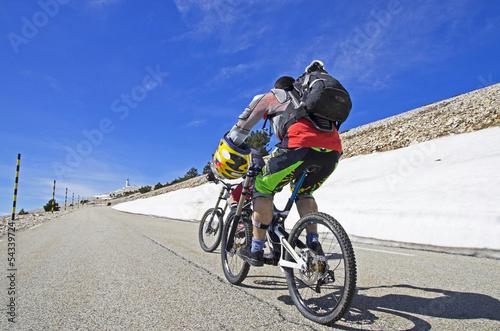 Fotobehang Wielersport Montée du Mont Ventoux en vélo