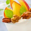 Pfirsich - Dessert mit Nüssen