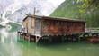 baita in legno sul lago di Braies