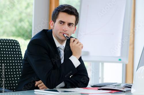 nachdenklicher businessmann