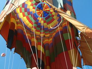 Heißluftballon am Boden