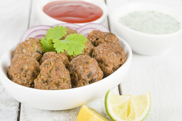 Kofta - South Asian meatballs with chili sauce and mint raita