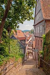 Verwinkelte Gasse in Miltenberg am Aufstieg zur Mildenburg