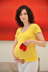 donna maternità rosso