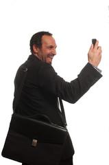 businessman al telefono ridendo