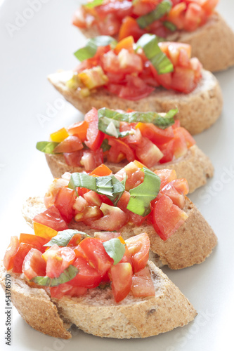 Crostini with tomato, basil and garlic